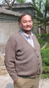 Den kinesisk -amerikanske miljøforkjemperen og videoprodusenten John D. Liu er en stor beundrer av den norske filosofen Arne Næss sr. og hans begrep dyp økologi. Dagens miljøkamp er kosmetisk. Vi må gå til roten av problemene , mener Liu. (foto: Arne Storrønningen)